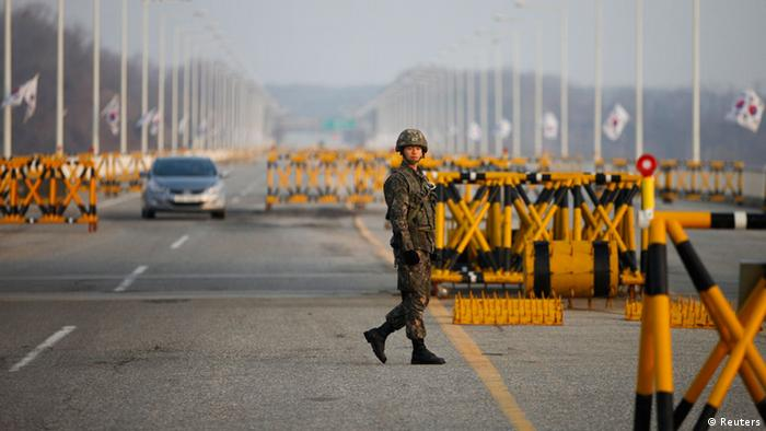 A South Korean soldier patrols at a checkpoint on the Grand Unification Bridge, which leads to the demilitarized zone separating North Korea from South Korea, in Paju, north of Seoul April 8, 2013. The North, led by 30-year-old Kim Jong-un, has been issuing vitriolic threats of war against the United States and U.S.-backed South Korea since the United Nations imposed sanctions in response to its third nuclear weapon test in February. REUTERS/Kim Hong-Ji (SOUTH KOREA - Tags: MILITARY POLITICS)