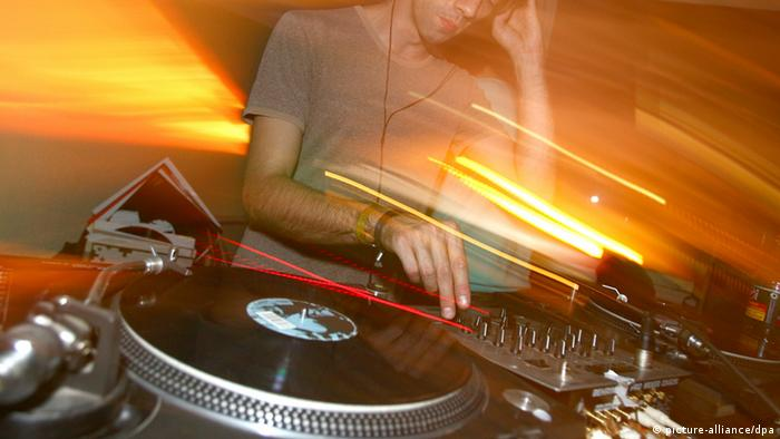 A DJ spins at a club in Essen, Copyright: dpa - Bildfunk