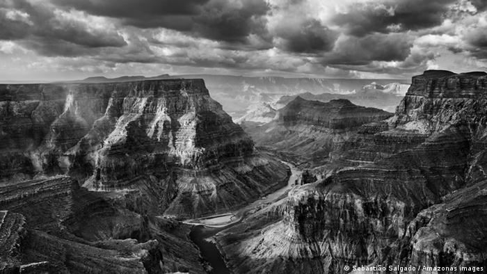 Schwarz-weiß-Fotografie des Grand Canyon in Arizona (USA). (Foto: Sebastiao Salgado/Amazonas Images)