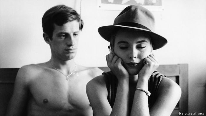 Filmszene Ausser Atem von Jean-Luc Godard mit Jean Paul Belmondo und Jean Seberg (Foto: picture alliance)