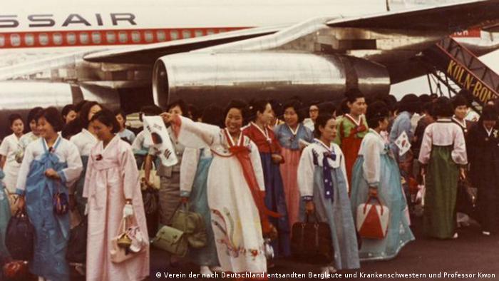 Koreanische Krankenschwestern bei ihrer Ankunft 1966 in Köln/Bonn (Foto: Verein der nach Deutschland entsandten Bergleute und Krankenschwestern und Professor Kwon)