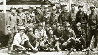 Bergarbeiter vor einem Bergwerk in Südkorea (Foto: Verein der nach Deutschland entsandten Bergleute und Krankenschwestern und Professor Kwon)