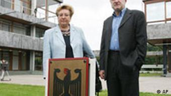Bundesverfassungsgericht Die Bundestagsabgeordneten und Kläger Jelena Hoffmann, SPD, links, und Werner Schulz, Grüne