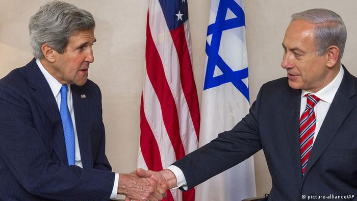 US Secretary of State John Kerry, left, and Israeli Prime Minister Benjamin Netanyahu shake hands (AP Photo/Paul J. Richards, Pool) pixel Schlagworte