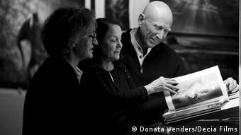 EINSCHRÄNKUNG Wim Wenders und der brasilianische Fotograf Sebastiao Salgado