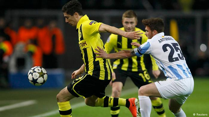 Borussia Dortmund's Robert Lewandowski is challenged by Malaga's Antunes (R) during their Champions League quarter-final second leg soccer match, in the western German city of Dortmund April 9, 2013. REUTERS/Wolfgang Rattay (GERMANY - Tags: SPORT SOCCER)