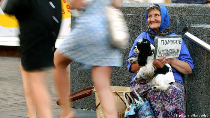 Майже три чверті з найбіднішого мільярда населення Землі проживають в країнах Азії та Африки. Країни, де найбільше бідняків - Нігерія (35 мільйонів бідних), Китай (72 мільйони) та на першому місці Індія, де 246 мільйонів бідних. Серед європейських країн лідер за кількістю бідних - Росія (27,7 мільйона бідних). Україна - (на фото) на другому місці (24,6 мільйона бідних). У США 21,5 мільйона бідняків.