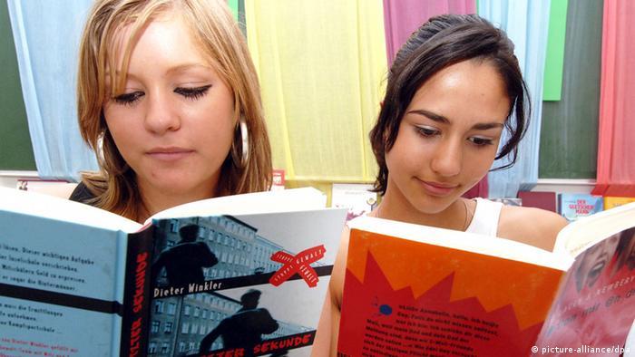 Lesefördreung Kinder Teenager lesen Buch Bücher