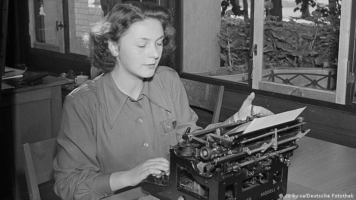 Žena za pisaćim strojem