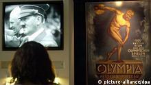 Eine Besucherin betrachtet am 12.12.2002 im Bonner Haus der Geschichte in der Ausstellung zu Leben und Werk von Leni Riefenstahl einen Olympiafilm von 1936. \fs12\ \fs16\Rund 300 Exponate, darunter Leihgaben der 100-jährigen Künstlerin, sind vom 13.12. an zu sehen. Das Museum habe sich zu der Schau nach kontroversen Diskussionen und auch Widerständen entschlossen, um sowohl die besondere künstlerische Leistung wie auch die politische Verflechtung Riefenstahls mit dem NS-Regime deutlich zu machen, sagte Präsident Hermann Schäfer am 12.12.