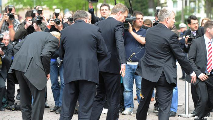 Eier-Attacke auf Christian Wulff (picture-alliance/dpa)