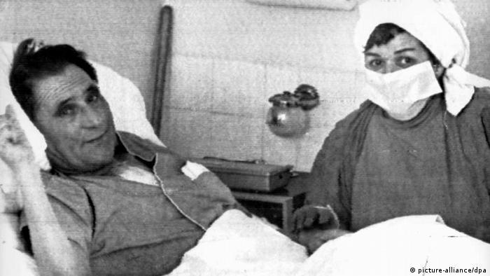 Erster Mensch mit einem transplantierten Herzen (picture-alliance/dpa)