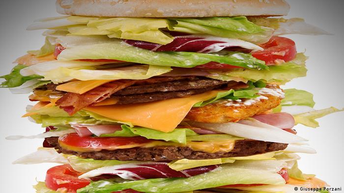 Burger groß Riesenburger Symbolbild 17864798