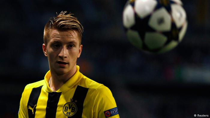 Borussia Dortmund's Marco Reus watches the ball during the team's Champions League quarter final first leg soccer match against Malaga at La Rosaleda stadium in Malaga, April 3, 2013. REUTERS/Jon Nazca (SPAIN - Tags: SPORT SOCCER)