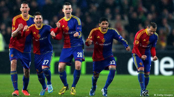 Basels Spieler freuen sich nach dem entscheidenden Elfmeter (Foto: Julian Finney/Getty Images)