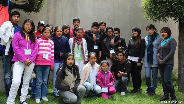 Group shot of children (part of the El Alto chapter of UNATsBO) (photo: Sara Shahriari)