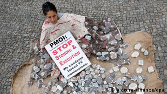 A Berlin demonstration against stoning and hanging in 2010 (Stephanie Pilick dpa/lbn)