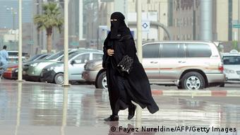 A picture taken on February 4, 2013 shows a Saudi woman arriving at the Olaya shopping mall, in the Saudi capital of Riyadh. (c) NURELDINE/AFP/Getty Images