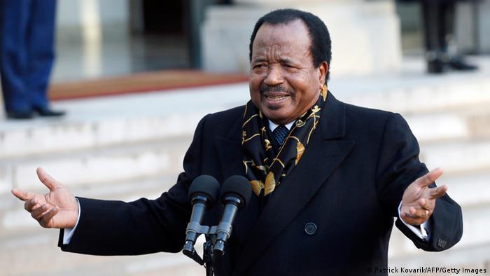 Kameruns Präsident Paul Biya auf Staatsbesuch in Paris. Foto: PATRICK KOVARIK/AFP/Getty Images