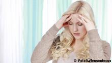 Junge Frau mit starken Kopfschmerzen,Migräne #48496901 - Junge Frau mit starken Kopfschmerzen,Migräne © lensonfocus