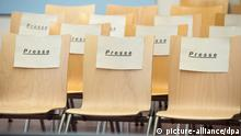 SYMBOLBILD Gerichtssaal Schild Presse