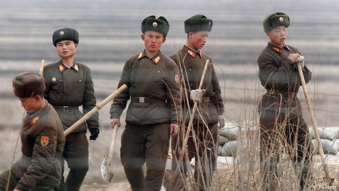Nordkorea Soldaten Hwanggumpyong Insel Yalu Fluss Nähe Grenze zu China (Reuters)