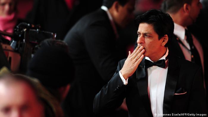 Schauspieler Shah Rukh Khan posiert für die Kamera
