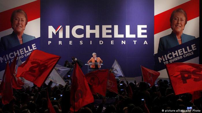 Chile Santiago Auftritt Michelle Bachelet April 13, 2013 (picture-alliance/AP Photo)