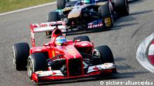 epa03661399 Spanish Formula One driver Fernando Alonso of Scuderia Ferrari leads a pack during the 2013 Chinese Formula One Grand Prix at the Shanghai International circuit in Shanghai, China, 14 April 2013. EPA/SRDJAN SUKI +++(c) dpa - Bildfunk+++