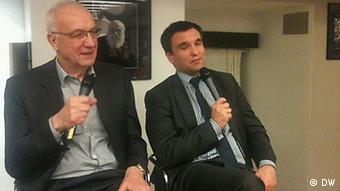 Павло Клімкін (праворуч) працює тільки на ентузіазмі