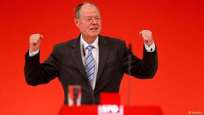 Peer Steinbrueck, top candidate of the German Social Democratic Party (SPD) receives standing ovations after his speech during the extraordinary party meeting of the SPD in Augsburg, April 14, 2013. REUTERS/Kai Pfaffenbach (GERMANY - Tags: POLITICS)