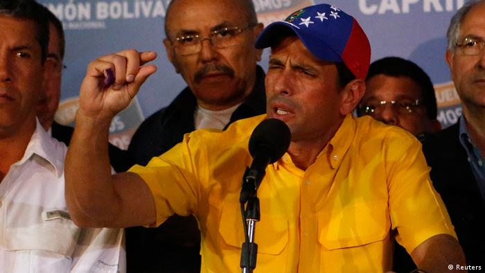 Venezuela's opposition leader Henrique Capriles gestures during a news conference in Caracas April 15, 2013. Capriles refused on Monday to accept ruling party candidate Nicolas Maduro's narrow election victory and demanded a recount. REUTERS/Marco Bello (VENEZUELA - Tags: POLITICS ELECTIONS TPX IMAGES OF THE DAY)