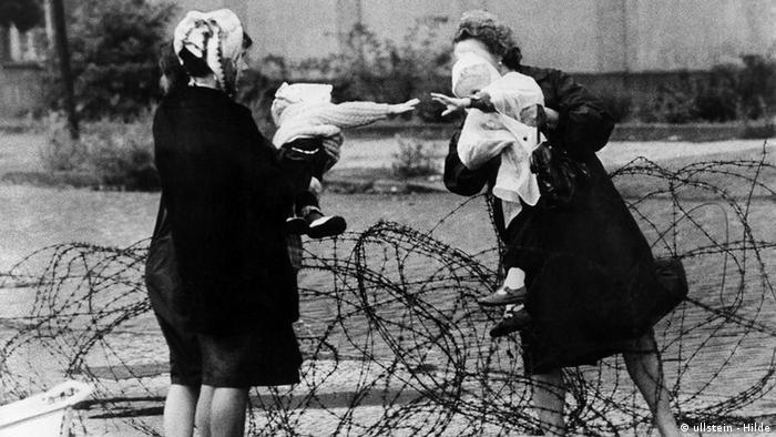 Deutschland Geschichte Berlin Mauer Mütter mit ihren Kindern (ullstein - Hilde)