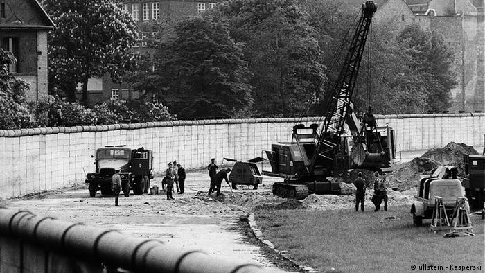 Поиск секретного туннеля в 1975 году