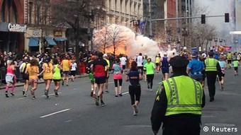 بمبگذاری در مسابقه دو ماراتن در بوستون ۳ کشته و ۲۶۰ زخمی برجا گذاشت