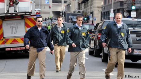 FBI-Agenten treffen am Anschlagsort ein (Foto: REUTERS/Neal Hamberg)