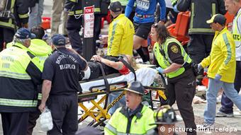 epa03663567 The aftermath of a bomb blast near the finish line on Boylston Street, the scene after the bomb blasts at the 117th running of the Boston Marathon in Boston, USA, 15 April 2013. At least two people are confirmed dead and dozens injured in two powerful explosions that occurred near the finish line of the Boston Marathon. US President Barack Obama vowed to bring the perpetrators to justice as an investigation was launched. EPA/STUART CAHILL / THE BOSTON HERALD MANDATORY CREDIT THE BOSTON HERALD HANDOUT EDITORIAL USE ONLY/NO SALES +++(c) dpa - Bildfunk+++