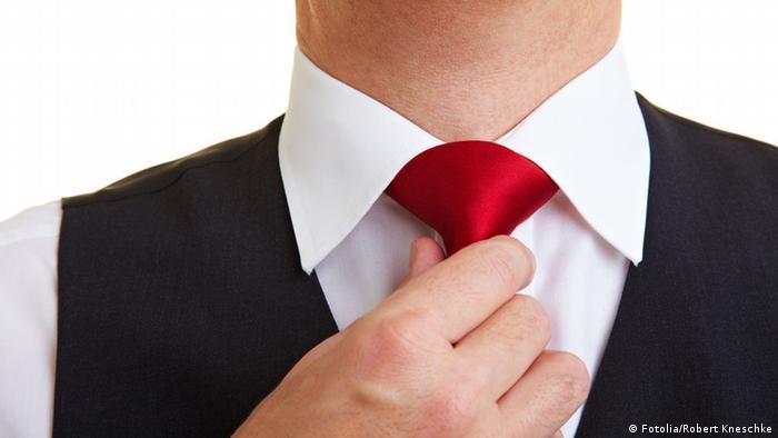 Symbolbild Krawatte Schlips Krawattenknoten (Fotolia/Robert Kneschke)