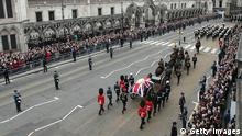 LONDON, ENGLAND - APRIL 17: Crowds gather to watch as a Gun Carriage of The King's Troop Royal Horse Artillery carries the coffin of Former British Prime Minister Baroness Thatcher as it leaves St Clement Danes Church and travels onto St Paul's Cathedral on April 17, 2013 in London, England. Dignitaries from around the world today join Queen Elizabeth II and Prince Philip, Duke of Edinburgh as the United Kingdom pays tribute to former Prime Minister Baroness Thatcher during a Ceremonial funeral with military honours at St Paul's Cathedral. Lady Thatcher, who died last week, was the first British female Prime Minister and served from 1979 to 1990. (Photo by Matt Cardy/Getty Images) ***FREI FÜR SOCIAL MEDIA***