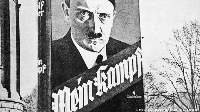 Werbung - Adolf Hitler Mein Kampf. Foto: Mary Evans Picture Library