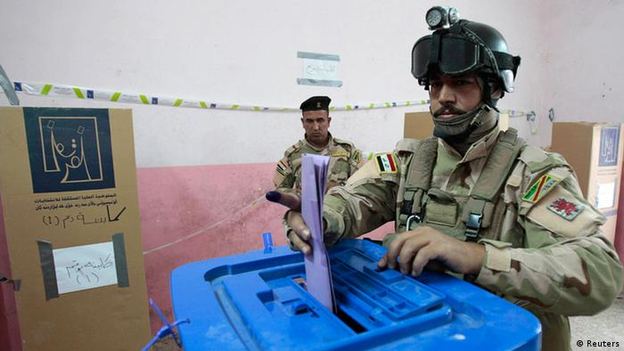 Iraqi soldiers voting at a polling station in Basra, 420 km (261 miles) southeast of Baghdad, one week ahead of normal elections Copyright: REUTERS/Atef Hassan
