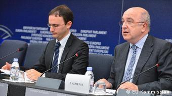 EU Kommissar Almunia (r.) und Antoine Colombani (l.), Sprecher der EU-Kommission für den Bereich Wettbewerb. (Foto: EU-Kommission)