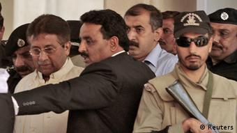 Pakistan's former President Pervez Musharraf (L) leaves after his appearance before the High Court in Rawalpindi April 17, 2013 (Photo: REUTERS/Faisal Mahmood)