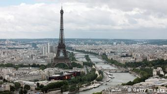 Parisansicht mit Eifelturm und Seine (Foto: PATRICK KOVARIK/AFP/Getty Images)