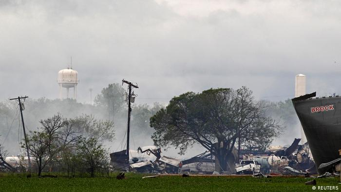 The remains of a fertilizer plant smolders after a massive explosion in the town of West, near Waco, Texas April 18, 2013. The deadly explosion ripped through the fertilizer plant late on Wednesday, injuring more than 100 people, leveling dozens of homes and damaging other buildings including a school and nursing home, authorities said. REUTERS/Mike Stone (UNITED STATES - Tags: DISASTER ENVIRONMENT AGRICULTURE)
