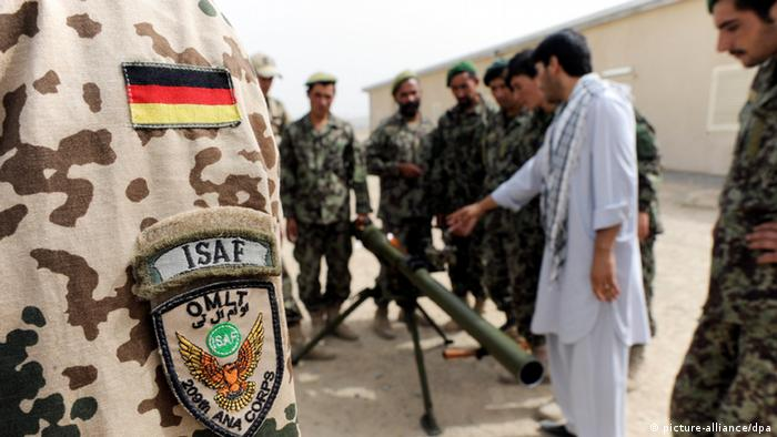 Afghan soldiers being trained by German soldiers Photo: Maurizio Gambarini dpa