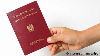 Austrian passport (Photo: picture alliance)