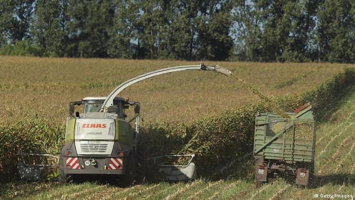 Трактор на немецком поле