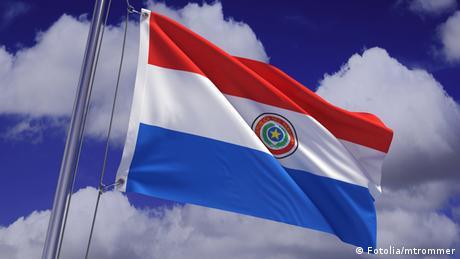 Paraguay Flagge (Fotolia/mtrommer)