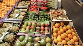 Obstgroßhandel im Hamburger Großmarkt - Deutsche Einzelhandelsketten nutzen ihre Marktmacht um die Preise zu drücken (Foto: dpa)